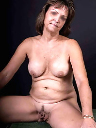 Sexiest old housewife is posing naked for cash