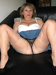 Fatty mature dame wants to tease you